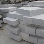 płyty chodnikowe z szarego granitu