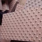 płyty granitowe chodnikowe dla niewidomych