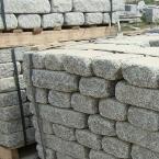 płyty z szarego granitu